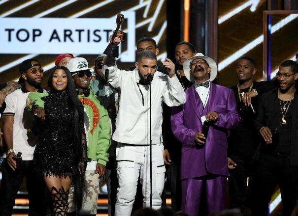 Drake quebra recorde com treze prêmios no Billboard Music Awards 2017 1