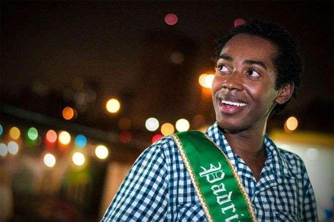 Evandro Vieira o Padrinho dos Garis que da um show de Samba no Pé no Carnaval de SP 7