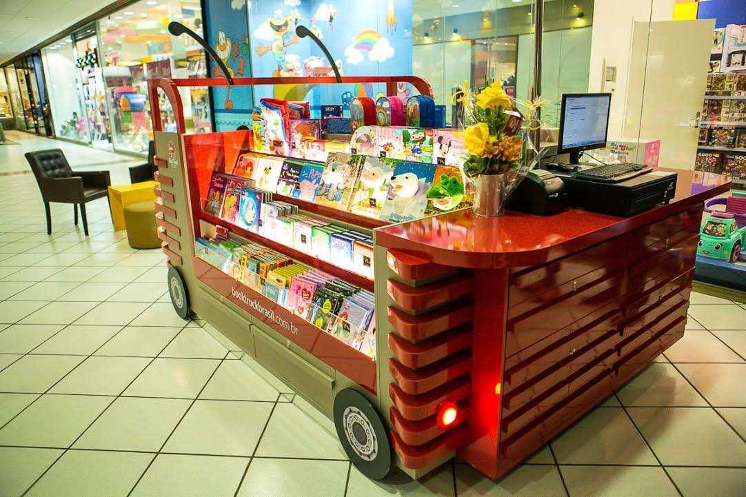Book Truck inaugura no Floripa Shopping com a presença do cachorro Darci 1