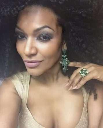 Simone Sampaio é coroada Rainha do Sarau e é presenteada com jóias avaliadas em 17 mil reais 1
