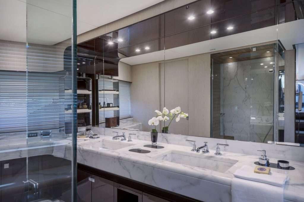 AzimutGrande-95RPH_Owner-bathroom-1-1024x683 Title category