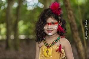 Mini Fashionista, Giovanna Marques, posa para ensaio temático inspirado nos índios 6