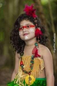 Mini Fashionista, Giovanna Marques, posa para ensaio temático inspirado nos índios 4