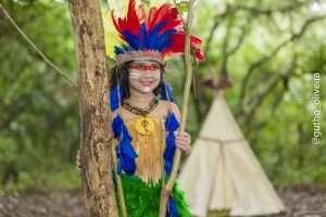 Mini Fashionista, Giovanna Marques, posa para ensaio temático inspirado nos índios 3