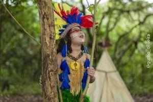 Mini Fashionista, Giovanna Marques, posa para ensaio temático inspirado nos índios 2