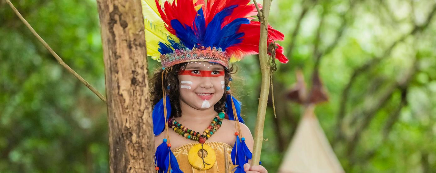 Mini Fashionista, Giovanna Marques, posa para ensaio temático inspirado nos índios 1