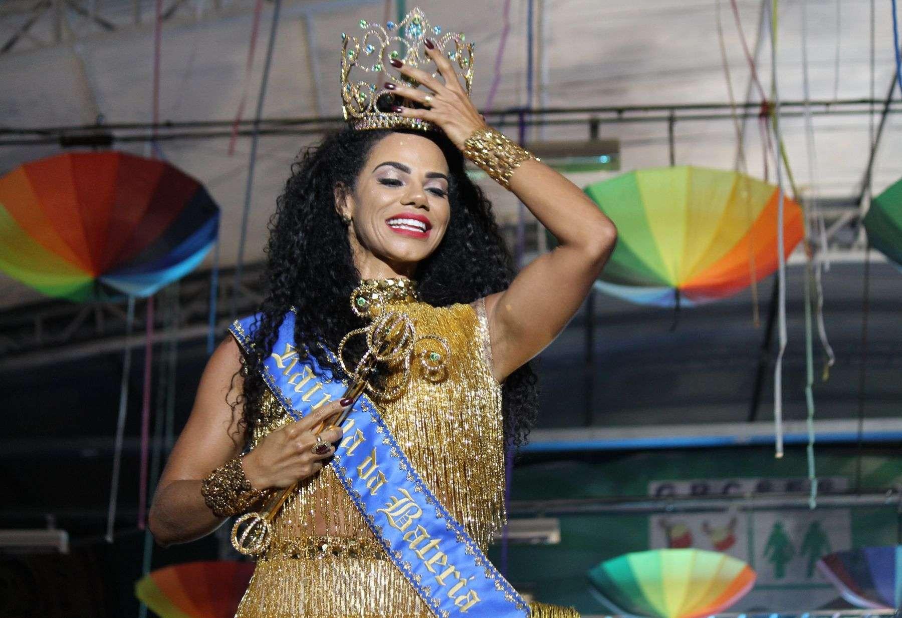 Savia David, estudante de Direito é coroada rainha de bateria da Unidos de Vila Maria 6