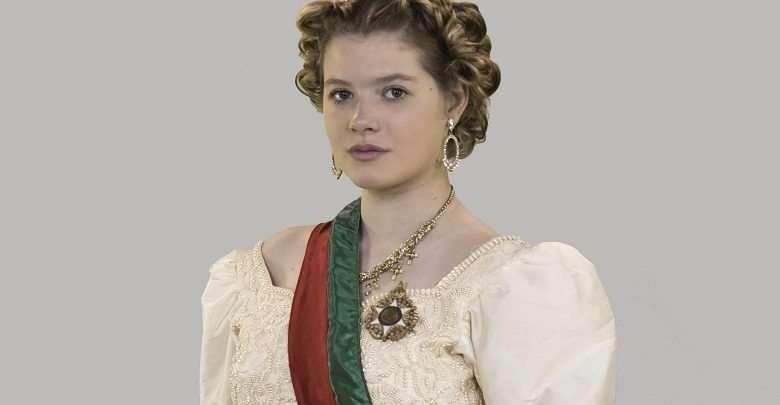 Julia Simoura como a Rainha de Portugal - Fotos: SouVini - Renato Cipriano - Divulgação
