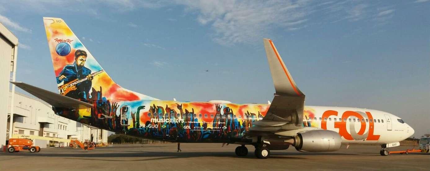 Aeronave ganha arte inédita inspirada em músicas do Rock in Rio 1