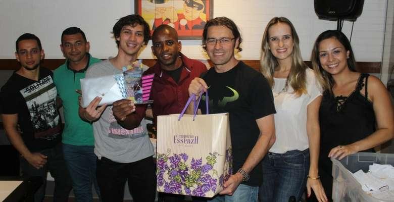 Representates do Bella Camboriú recebendo o prêmio de 2º lugar em arrecadação da taxa Room Tax