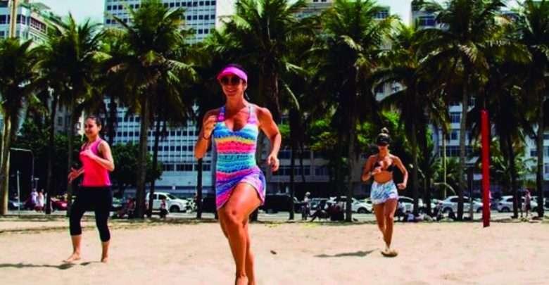 Calorias - Blogueira ensina exercícios na praia para queimar a rabanada do natal 1