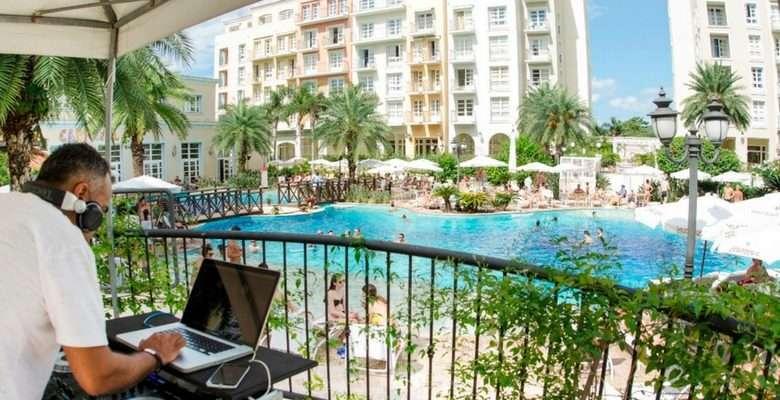 DJ-na-piscina-do-IL-Campanario-Divulgação-780x400 Title category
