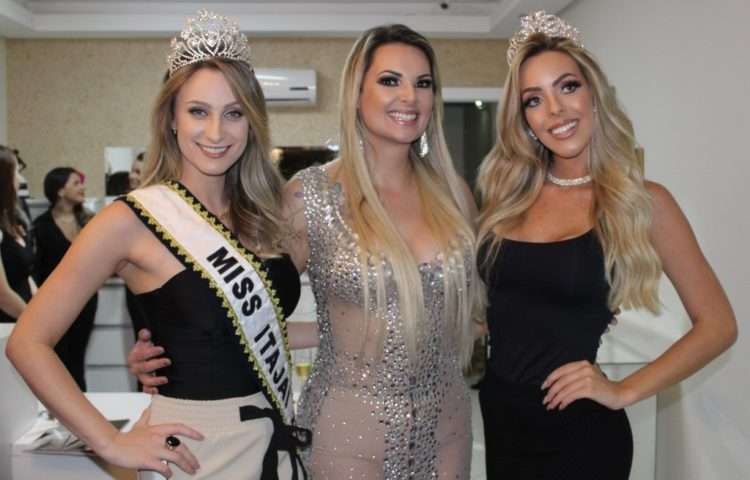 4-A-Miss-Itajaí-2017-Ana-Carolina-Mistrovicz-Ana-Paula-Freitas-Ferro-e-a-Miss-Santa-Catarina-Empresarial-2018-Anissa-Marie-Klafke-750x480 Title category