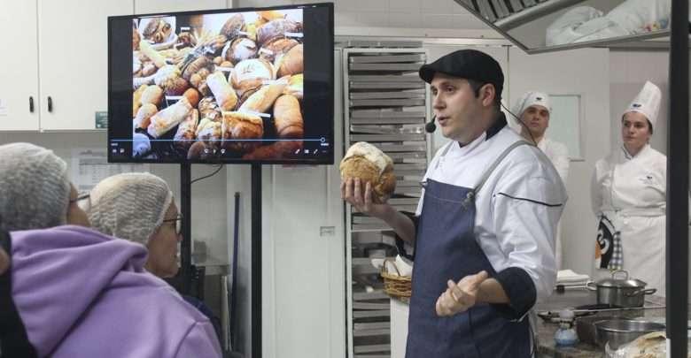 Apaixonados por Pão de Fermentação Natural Lotam Workshop Balneário Saboroso