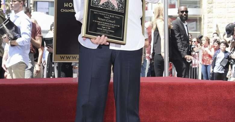 Simon Cowell, produtor e jurado do 'American Idol' e 'The X Factor', ganha estrela na Calçada da Fama de Hollywood 1