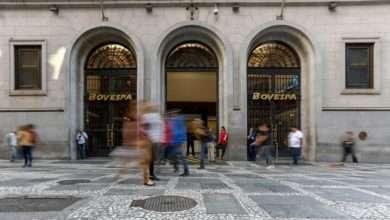 Bovespa fecha em queda de 2,8%, puxada por bancos e Petrobras 9