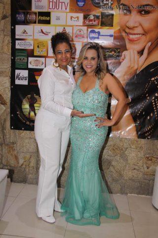 Apresentadora e atriz Viviane Alves comemora em grande estilo a festa de um ano do seu programa 25