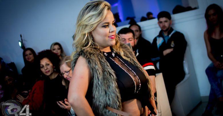 A apresentadora, atriz e empresária Viviane Alves marca presença no desfile de Bruno Bacck 1