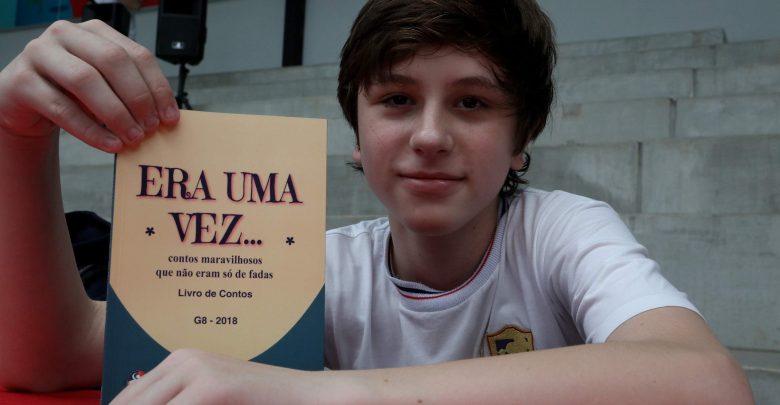 Estudantes do 6º e 8º Ano Lançam Livros de Fábulas e Contos 1