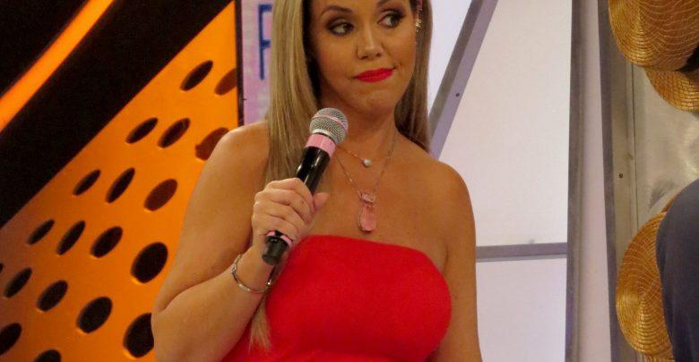 """Raul Gil apresenta Renata Banhara no quadro """"Pra Quem você Tira o Chapéu"""" 1"""