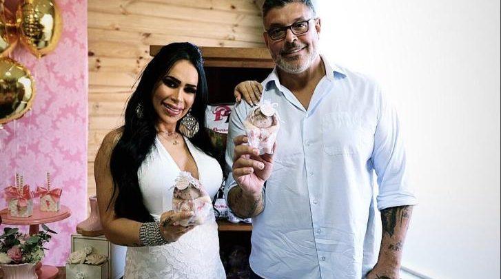 Fabi Frota e Alexandre Frota felizes no chá de bebê da herdeira Bella 1