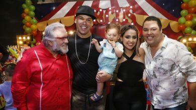 Photo of Com vários famosos, Tiago Barnabe celebra 1º aniversário de herdeiro