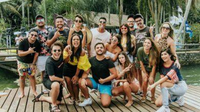 Camila Loures e convidados invandem antiga Ilha de Caras 1