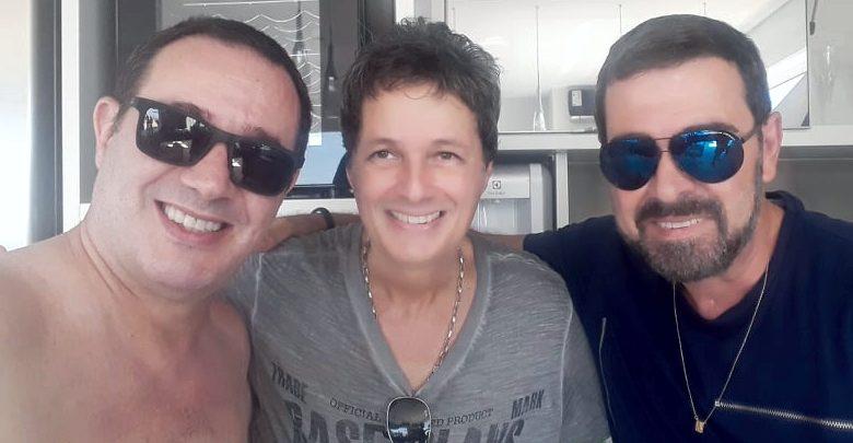 Fernando Moreira Simões Jr recebe amigos em sua cobertura 1