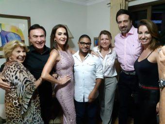Claudia Métne abre sua casa para homenagear o Dia do Jornalista com famosos 2
