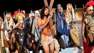 Paulo Betti Danni Suzuki e Sergio Marone emocionam público em Paixão de Cristo de Floriano no Piauí