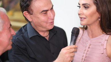 Claudia Métne abre sua casa para homenagear o Dia do Jornalista com famosos