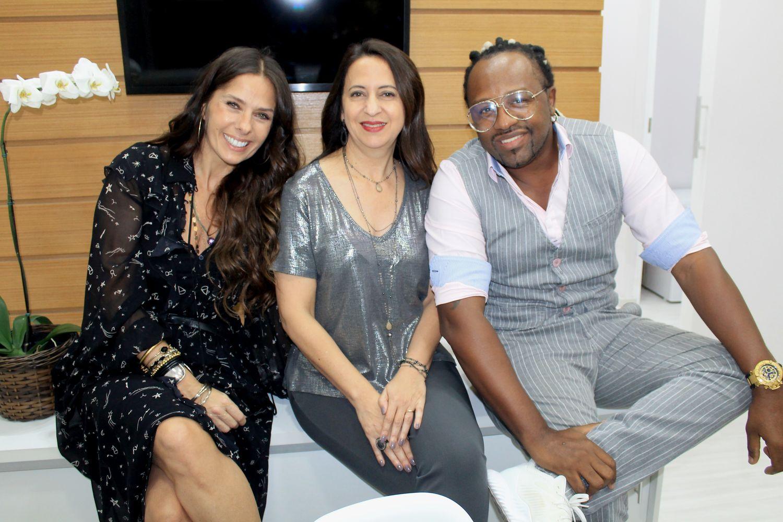 Adriane Galisteu, Dra.Silvia Takakuwa e Claudinho do Negritude Jr  - Foto: Renato Cipriano