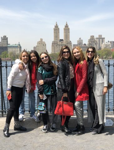 Larissa Manoela e Lucas Jagger comemoram aniversário de Sophia Volpe em NY 5