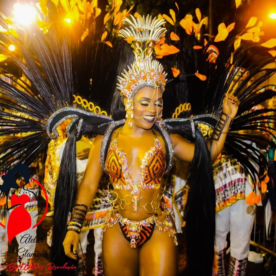 Premiada como melhor rainha, Caroline Lima segue na União de Jacarepaguá 2