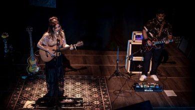 Liah Soares e Maurício Ataíde sintonizados no palco do Teatro Solar, em Botafogo Crédito: Leo Reis / Divulgação