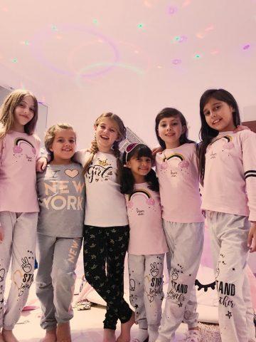 Festa do pijama reúne amigas de Lorena Queiroz em sua casa 3