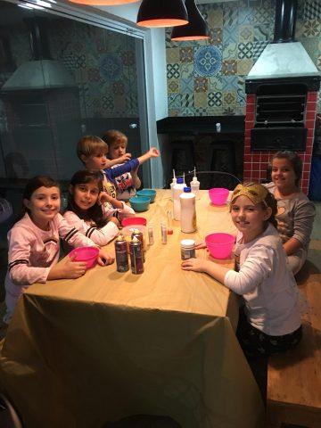 Festa do pijama reúne amigas de Lorena Queiroz em sua casa 2
