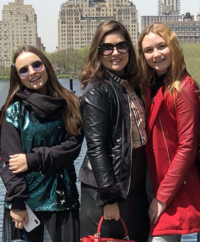 Larissa Manoela e Lucas Jagger comemoram aniversário de Sophia Volpe em NY 2