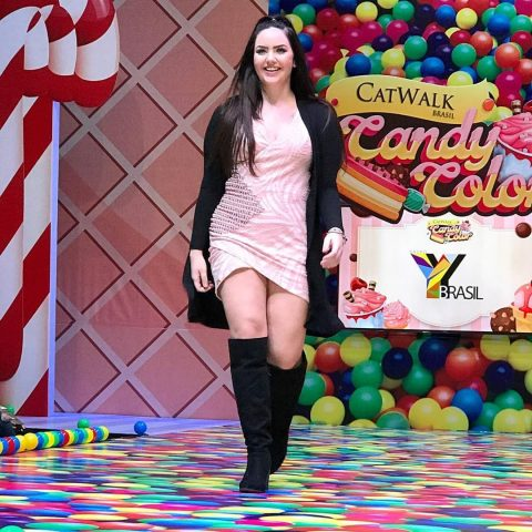 Mariana Pinotti agita desfile de moda realizado pela Catwalk Brasil 3