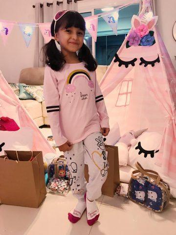 Festa do pijama reúne amigas de Lorena Queiroz em sua casa 4