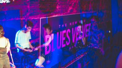 Karaokê no Dia dos Namorados noite de rock e Drag performances na agenda do Blues Velvet Bar 2