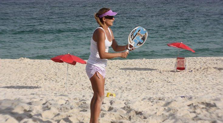 Fabiana Boal disputa campeonato debeach tennis, no Rio 1