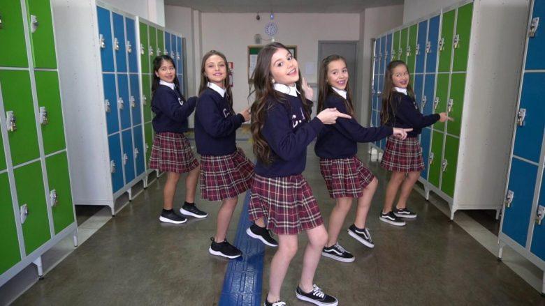 Sensação teen e ex-The Voice Luísa Ferrari grava clipe de seu novo trabalho 5