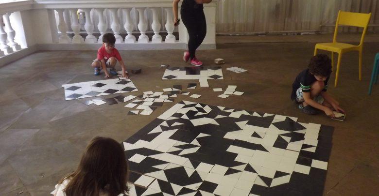 Crianças aprendem a histórias da calçada símbolo de SP e criam sua versão. Foto: Mario Lopes