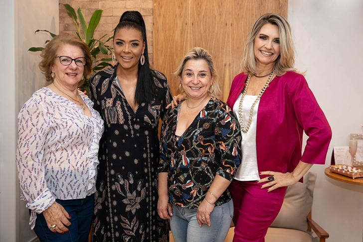Deise Nunes e Jacqueline Meirelles, Misses em uma ação especial do Outubro Rosa