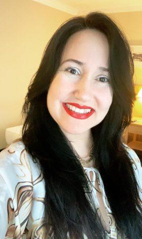 Dra Cláudia Starling